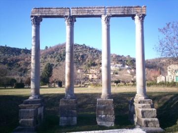 Riez_quatre_colonnes_romaines